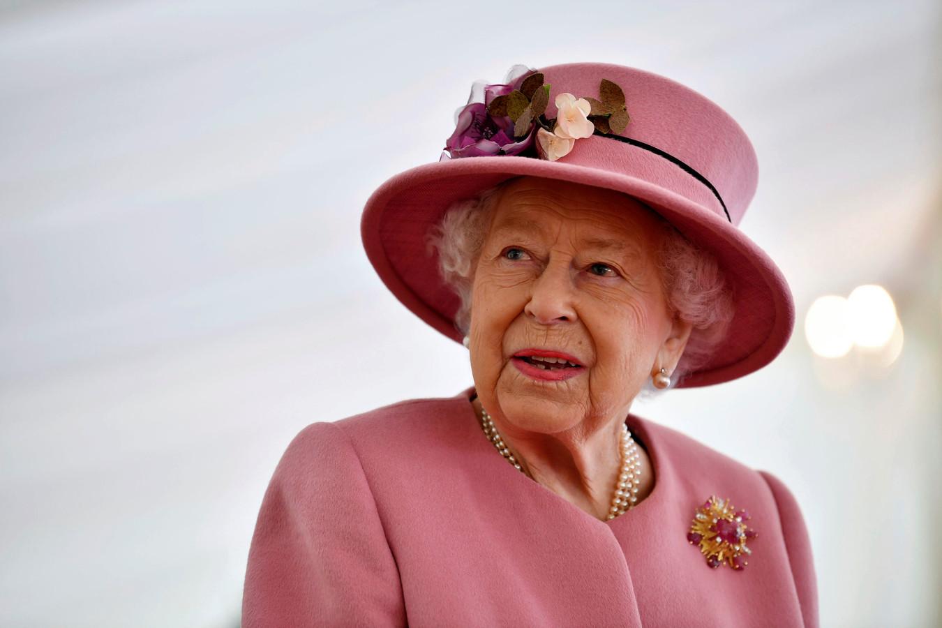 Britain's Queen Elizabeth II tijdens haar bezoek aan een laboratorium in Porton Down in Engeland vorige week.