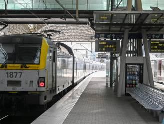 Treinverkeer Mechelen-Leuven onderbroken na schade aan bovenleiding