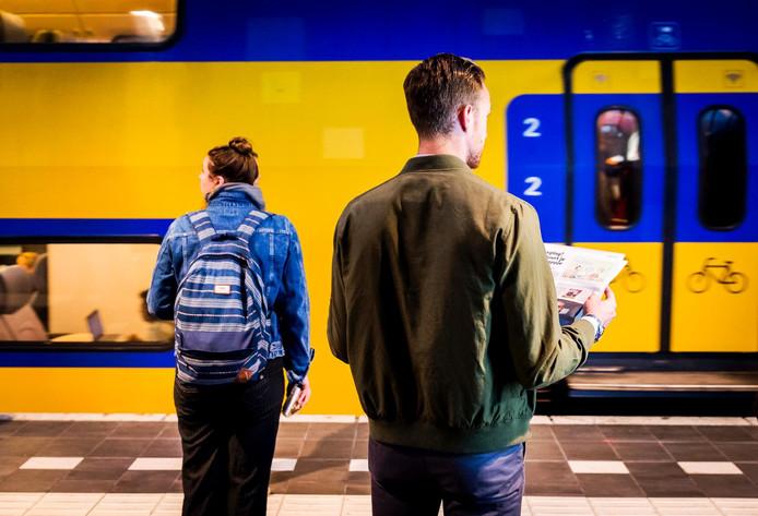 Het treinverkeer tussen Utrecht en Den Bosch is vanochtend vertraagd. Reizigers moeten rekening houden met langere reistijden.
