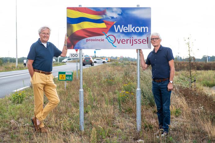 Henk Klanderman (links) en Herbert Wensink vinden het nog altijd jammer dat Neede niet voor Twente, en dus Overijssel, koos. Zij zagen - en zien - vooral voordelen.