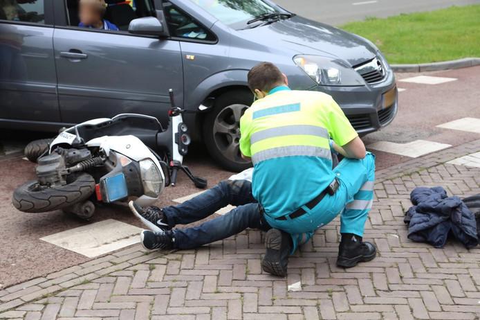 Scooterrijder aangereden door auto op Berlagelaan in Eindhoven