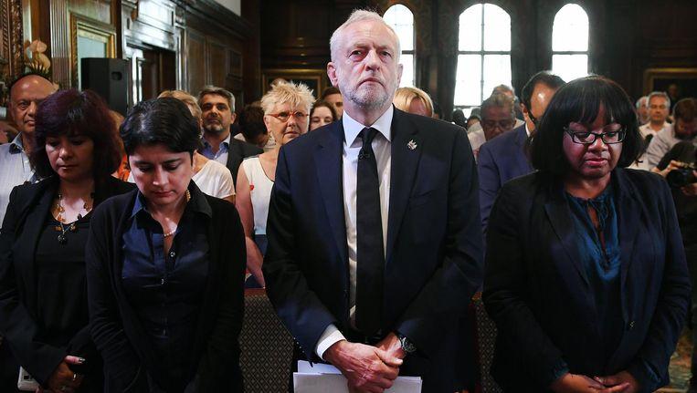 Jeremy Corbyn tijdens de minuut stilte voor de slachtoffers van de aanslag in Manchester. Beeld epa