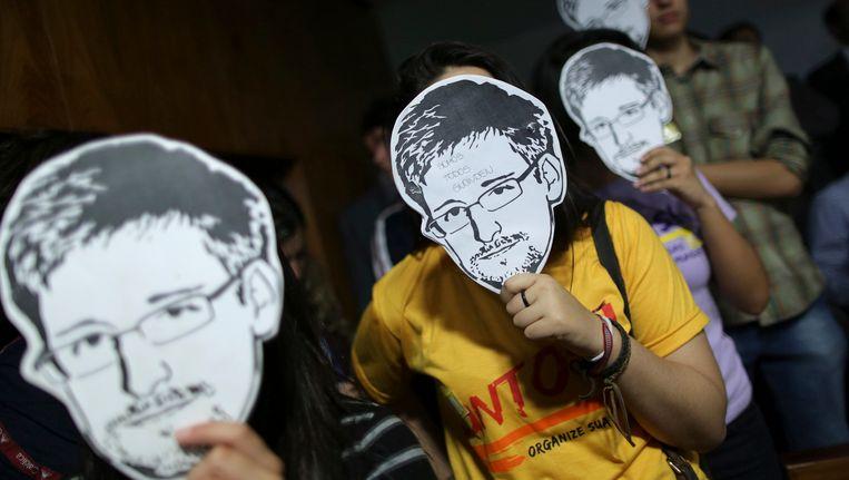 Demonstranten met maskers van Snowden. Beeld REUTERS