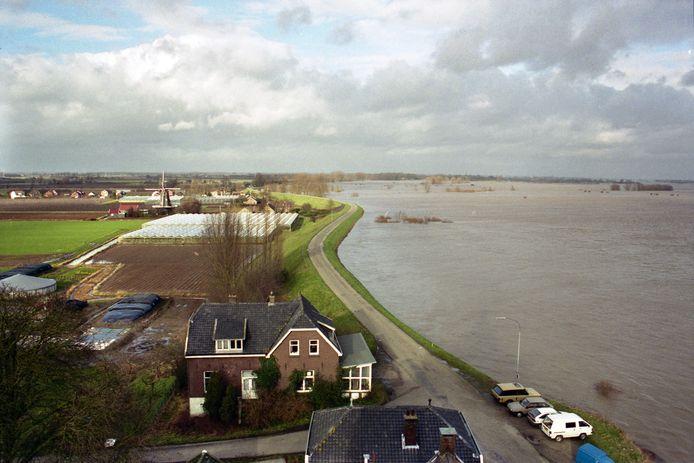 Het hoogwater in Varik in 1995, gefotografeerd vanaf de Dikke Toren.