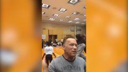 Arnold Schwarzenegger aangevallen in Zuid-Afrika