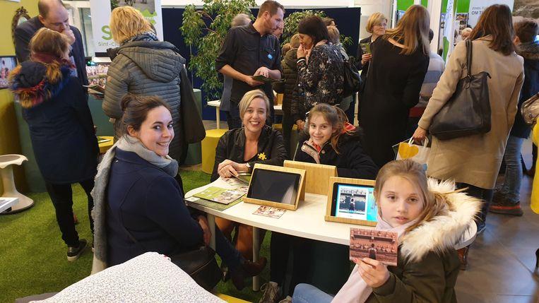 Leerlingen van Sint-Clara uit Arendonk op de scholenbeurs.
