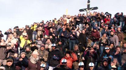 """Supporters op de flanken van de Muur dolgelukkig met eerherstel: """"Kijk rond je, dit is fantastisch"""""""