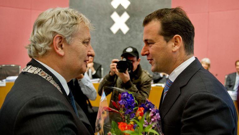 Burgemeester Eberhard van der Laan (L) en Lodewijk Asscher in 2012 bij het afscheid van laatstgenoemde als wethouder in Amsterdam. Beeld ANP