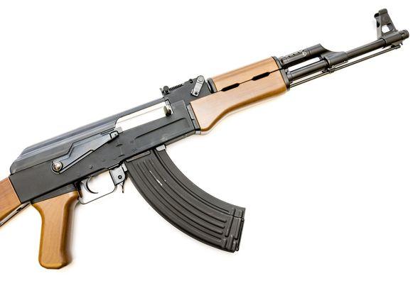 Een replica van een AK-47 (archieffoto).