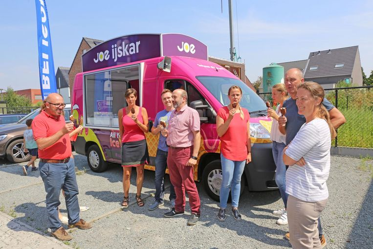 De werknemers van Belisol mochten niet alleen de liedjes kiezen, maar ook genieten van een lekker ijsje.