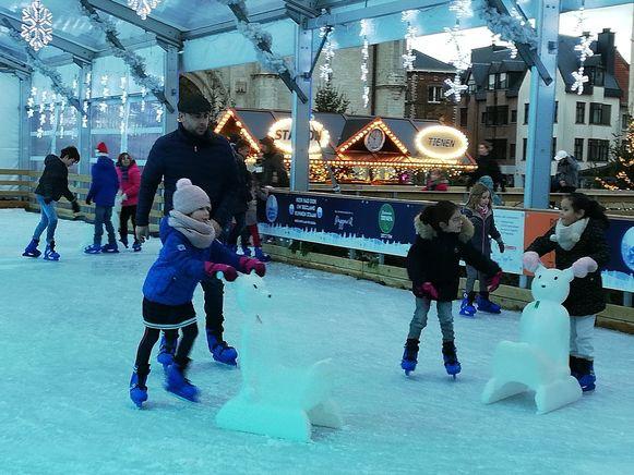 Voor heel wat kindjes, zoals Julie Willems, was het een fijne eerste kennismaking met het schaatsen