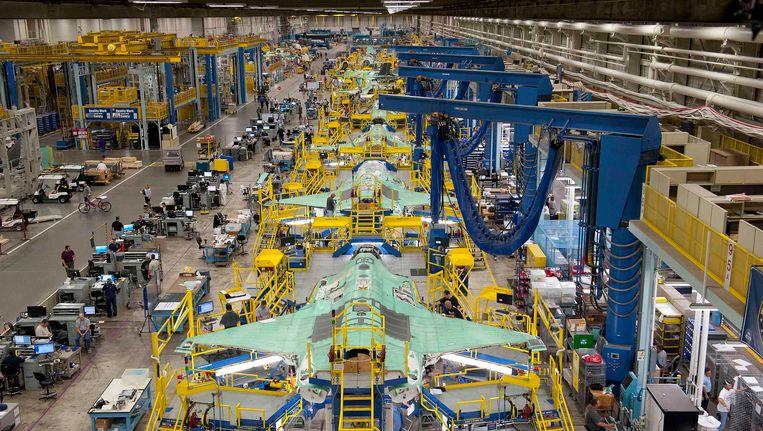 Diverse JSF-toestellen in aanbouw in de fabriek van Lockheed Martin in Texas. Beeld REUTERS