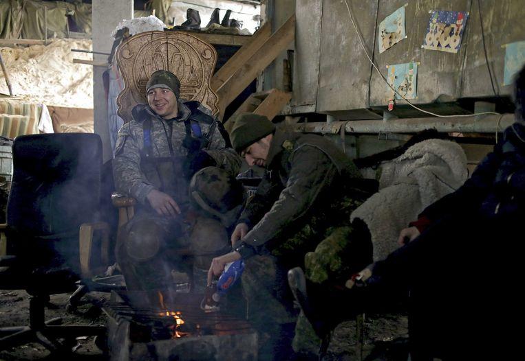 Oekraïense soldaten bij een checkpoint vlakbij Donetsk Beeld epa