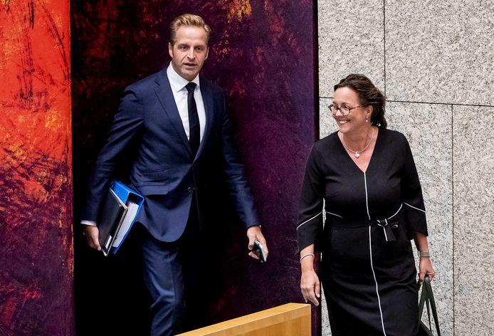 Minister Hugo de Jonge (Volksgezondheid) en minister Tamara van Ark (Medische Zorg) voeren gesprekken over een andere verdeling van de werklast.