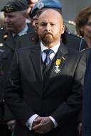 De in opspraak geraakte oorlogsheld Marco Kroon, drager van de Willems-Orde, in burger kleding tijdens de Dodenherdenking op Militair Ereveld Grebbeberg op de Grebbeberg