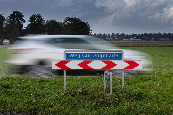 Veilig Verkeer Nederland-afdeling Noordoostpolder trekt aan de bel bij de gemeente na het dodelijke ongeval op de Weg van Ongenade tussen Creil en Emmeloord.