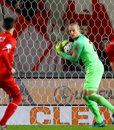 Doelman Remko Pasveer fopt ook FC Twente met verre uittrap