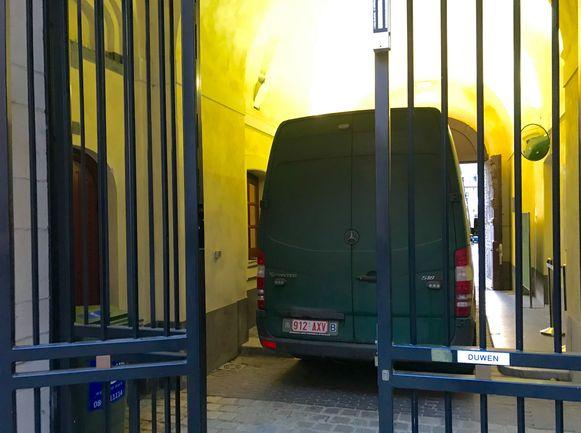 De Nederlander riskeert een celstraf van 6 maanden en een geldboete van 1000 euro.