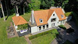 """Elke dag worden 3 villa's verkocht van boven 1 miljoen: """"Poolhouse mag twee huizen kosten"""""""