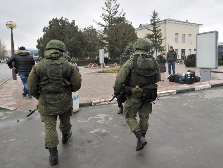 Soldaten op de Krim, vermoedelijk uit Rusland, maar gekleed in anonieme uniformen. Beeld afp