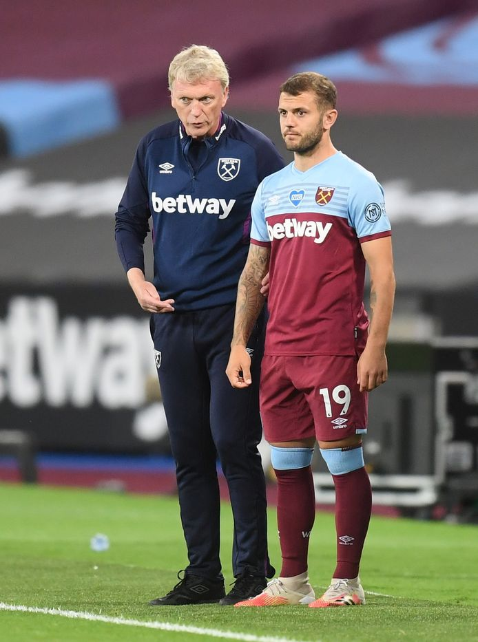 David Moyes geeft nog wat instructies aan invaller Jack Wilshere.