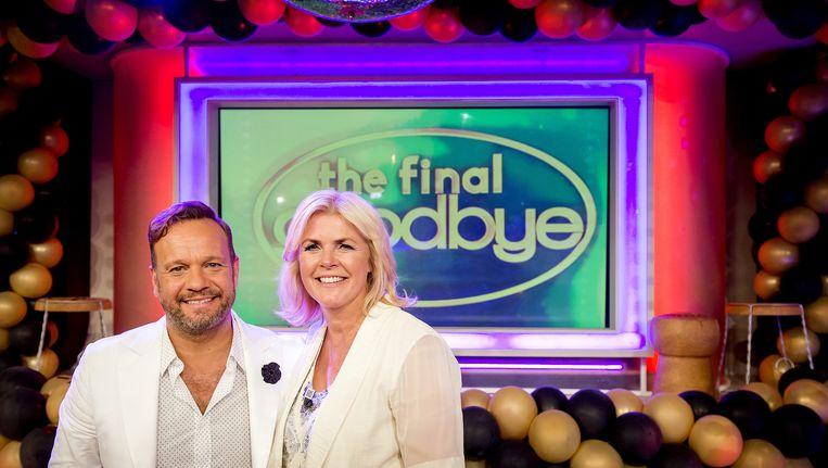 Carlo Boszhard en Irene Moors na de laatste uitzending van Life 4 You. Het duo stopt na 15 jaar met het programma. Beeld null