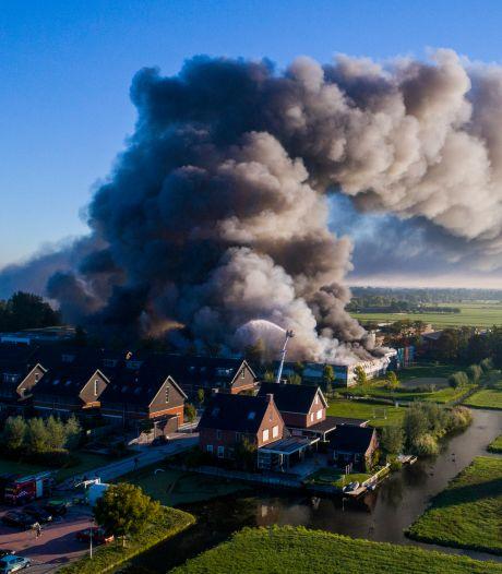 Terugblik: brand verwoest loods in Molenaarsgraaf