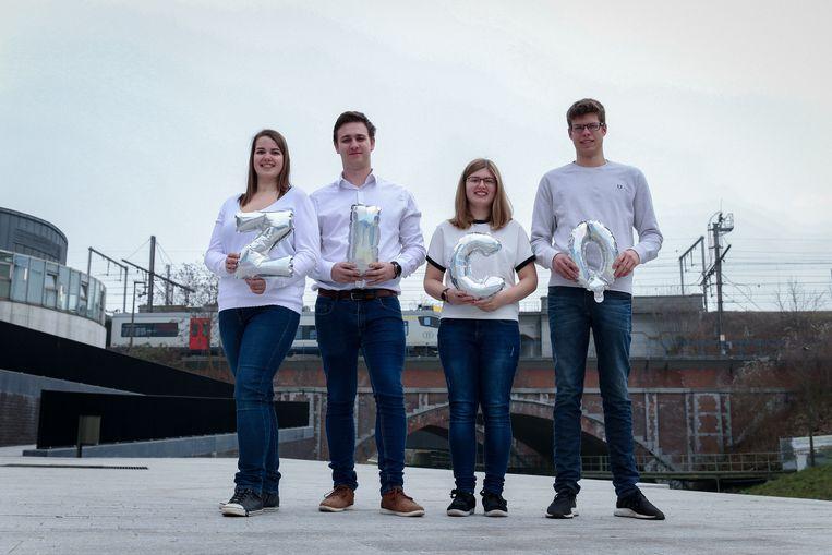 Links Lisa Hendrickx, met collega's Boyd Driesen, Estelle Wolput en Sam Van Buggenhout