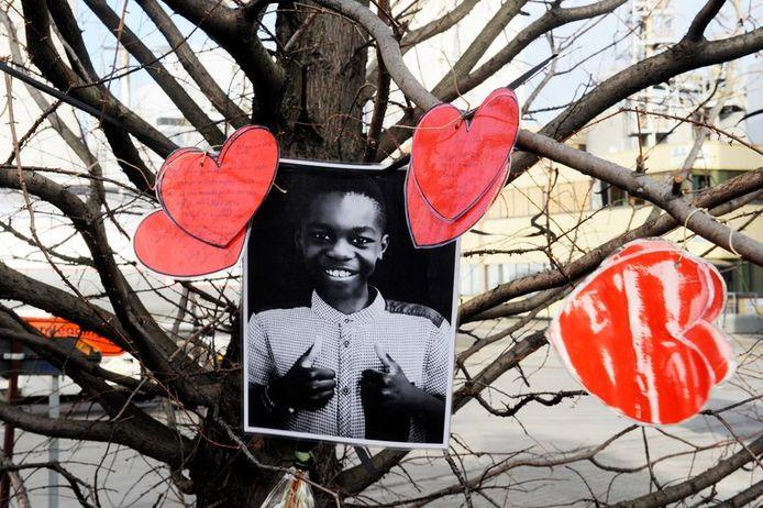 Sur les lieux de l'accident, des camarades et des élèves ont laissé des hommages touchants à Celio, 11 ans