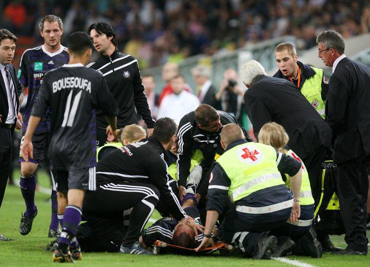 30 augustus 2009: Wasilewski loopt een dubbele open beenbreuk op.