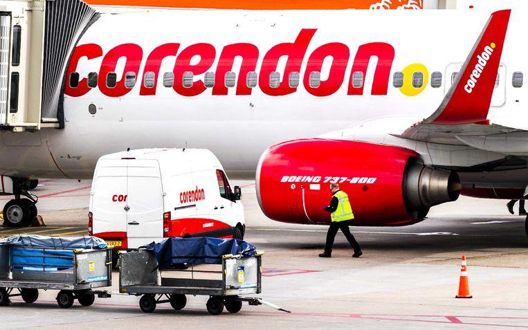 Een toestel van Corendon bij de Nederlandse luchthaven Schiphol, archiefbeeld.