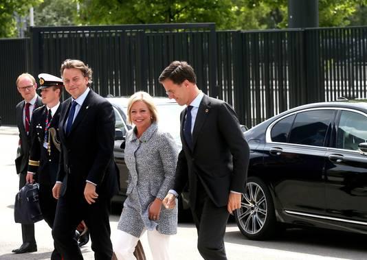 Minister-president Mark Rutte (rechts), Defensieminister Jeanine Hennis en minister Bert Koenders van Buitenlandse Zaken woonden in juli 2016 de Navo-top in Warschau bij.