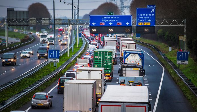 Beeld ter illustratie: De A15 richting Gorinchem.