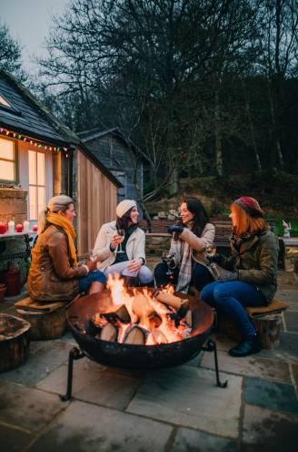 """Tips van professionals om gezellig én veilig kerst te vieren rond een vuurschaal: """"Gooi dennenappels in het vuur en maak chili"""""""