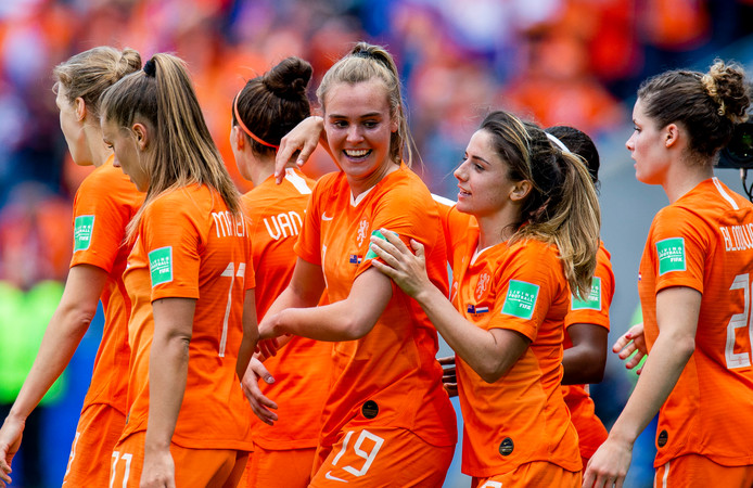 Jill Roord is de gevierde vrouw na haar winnende goal tegen Nieuw-Zeeland.