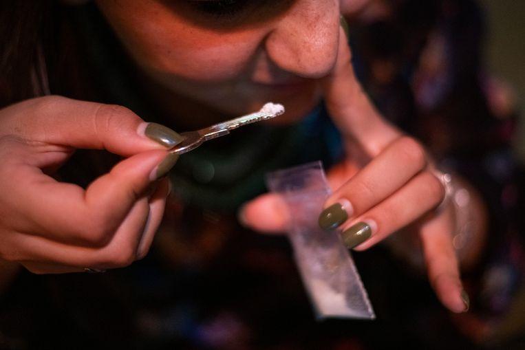 Drugsgebruik tijdens het uitgaan. De gefotografeerde persoon komt in het verhaal niet voor. Beeld Patricia Rehe, Hollandse Hoogte