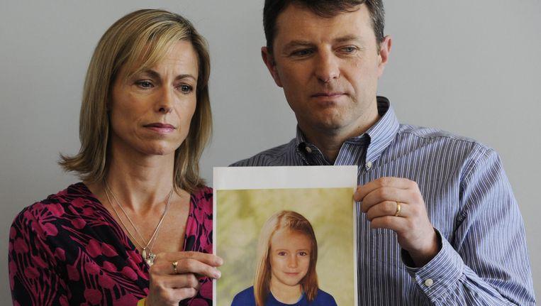 Kate en Gerry McCann laten een politiefoto zien van hoe hun ontvoerde dochter Maddie er nu mogelijk uit zou zien. Beeld epa