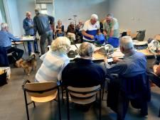 Het is meteen druk bij het eerste Repair Café Koudekerke