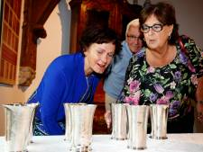 Zilveren avondmaalbekers pronken in museum Het Belfort in Sluis