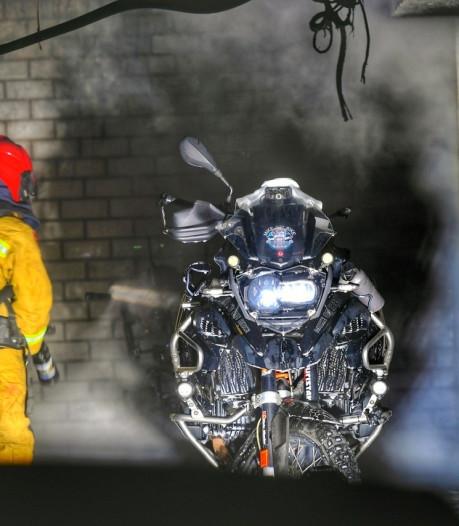 Motor en scooter in brand in garage Valkenswaard: bewoners appartementen geëvacueerd