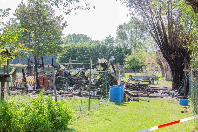 De volledige stal ging verloren door de brand.