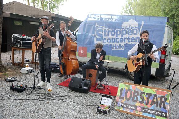 Lobstar gaf een mini-concertje tijdens de voorstelling van een nieuwe reeks Stroppenconcerten