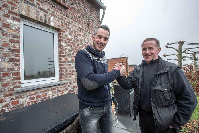 David Cane (links) is de buurtbewoners zoals Yvo Reygaerts (rechts) enorm dankbaar voor de hulp en steun. De dader raakte binnen door het achterraam uit de scharnieren te breken.