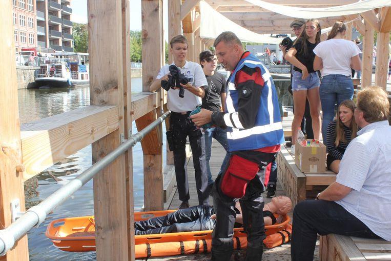 De jonge regisseur Gilles in actie met de brandweer van Aalst.