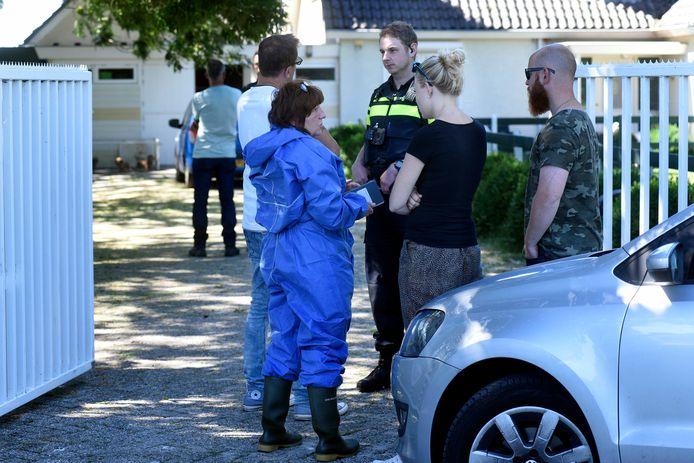 Een eerdere inspectie van de NVWA op het terrein van de teckelfokkerijen in Woerden.