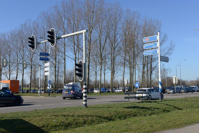 De stoplichten bij de op en afritten van de A27 van de N629.