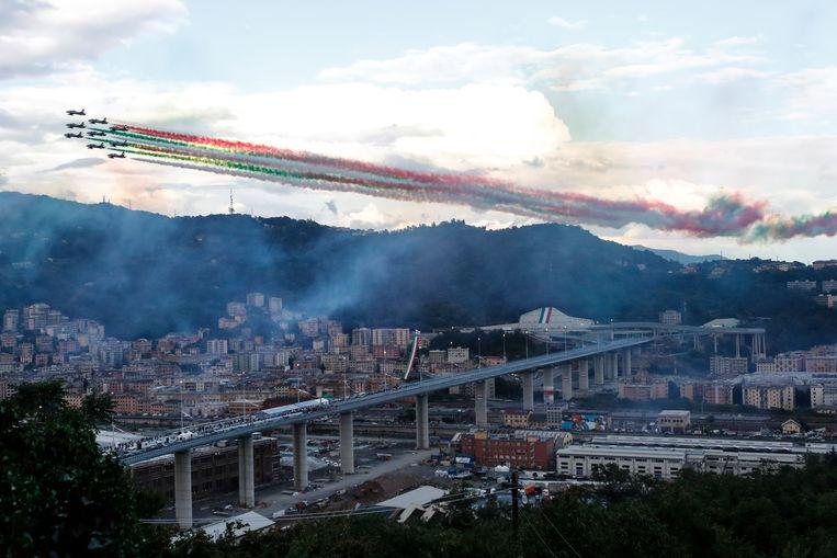Straaljagers kleuren de lucht boven Genua in de drie kleuren van de Italiaanse vlag tijdens de openingsceremonie Beeld AP