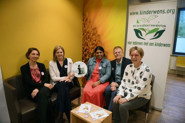 Kinderwens Vlaanderen reikt 'De prijs van fertiliTIJD' uit aan fertiliteitscentrum Life.