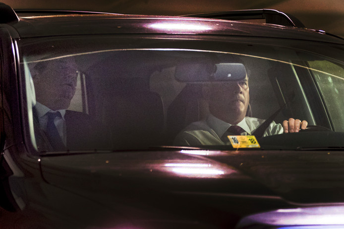 Manafort onderweg naar het kantoor van de FBI