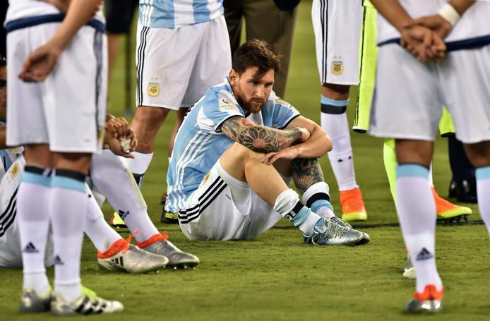 Een gedesillusioneerde Lionel Messi na de verloren finale van de Copa América Centenario in 2016.